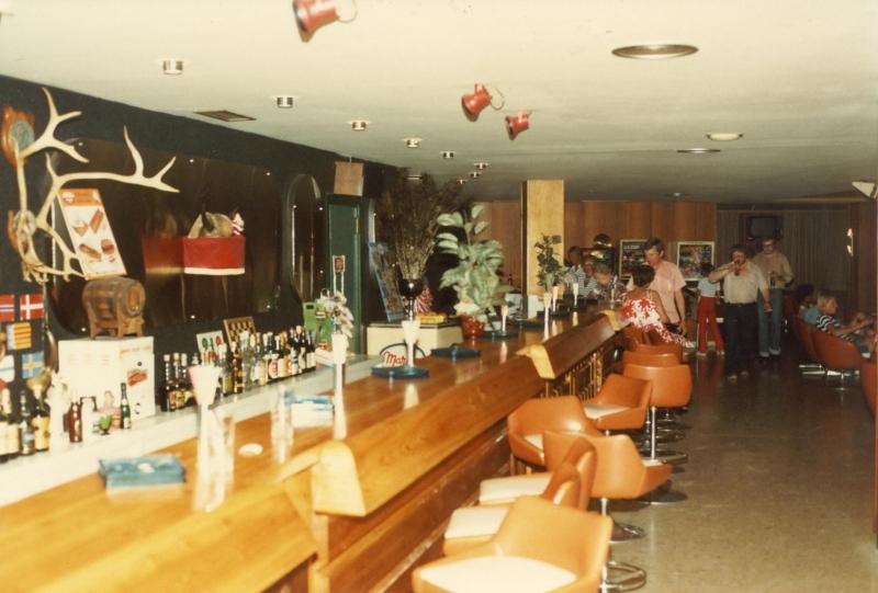 Scan10892 baren på hotellet