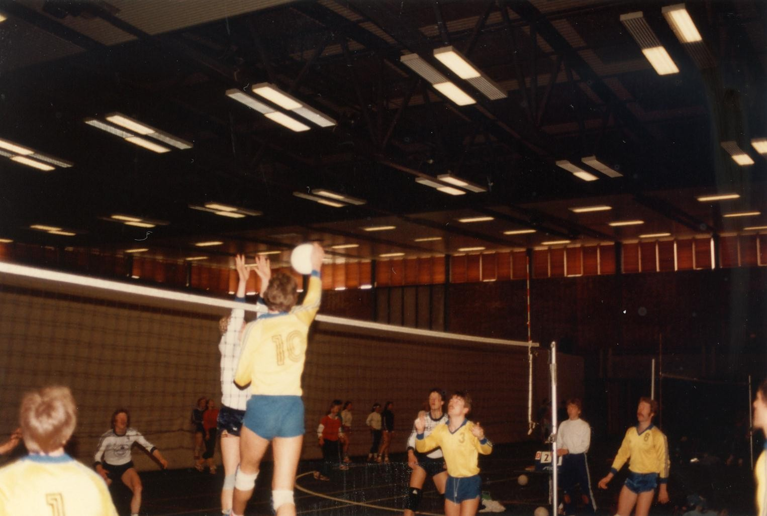 Scan11184 VOLLEY 21-23-05-1983