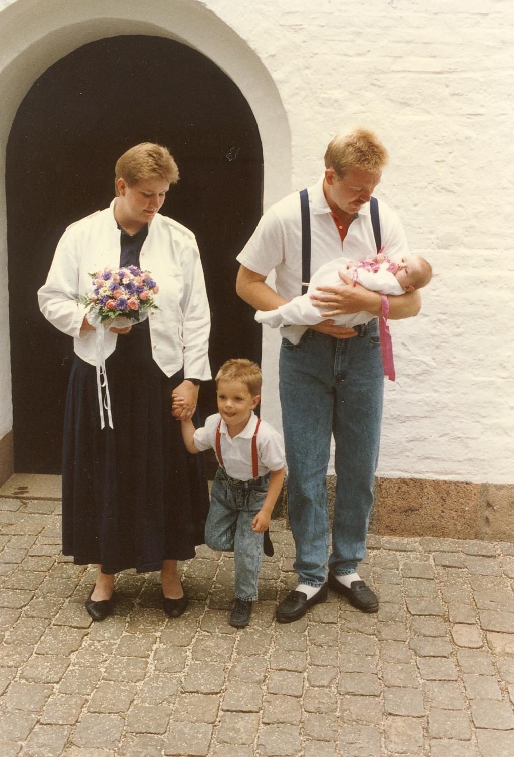 Scan13011 HELE FAMILIEN NIELSEN 25-06-88