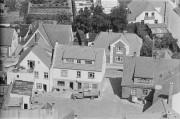 GAMLE BILLEDER L05846_012 ÅR 1950 GÅRDEN VED BUTIKKEN