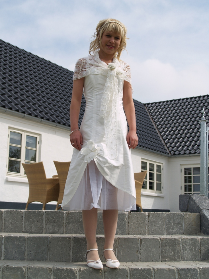 P5067088 ANNE KATRINE KONFIRMATION 06-05-07 (9)