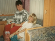 Scan16106 TRINE OG KRISTINE PÅ CAMPING 07-07-96