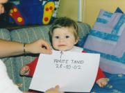 scan16126_0161 KAROLINE FØRSTE TAND 28-10-02